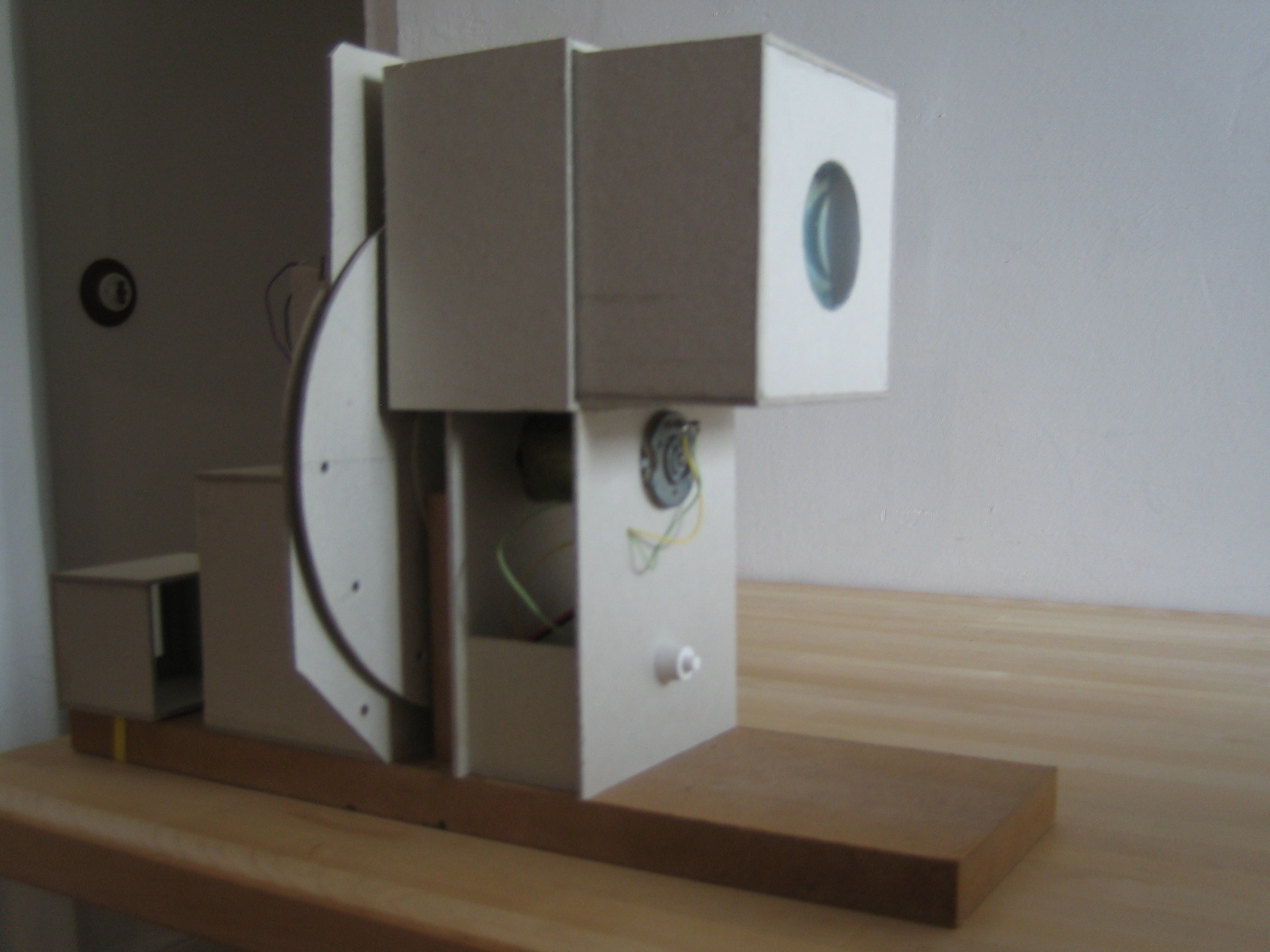 TELEVISIÓN ELECTROMECÁNICA BASADA EN EL DISCO DE NIPKOW. Práctica desarrollada para la asignatura Imagen Tecnológica, que consiste en construir un sistema de televisión basado en los sistemas electromecánicos de desintegración […]